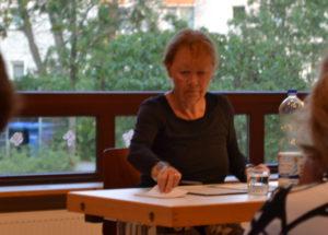 """Jutta Hoffmann liest einen Abschnitt aus """"Gertrud"""""""